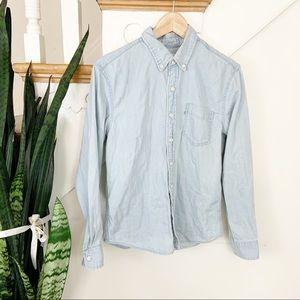 Levi's light chambray wash button-down shirt S